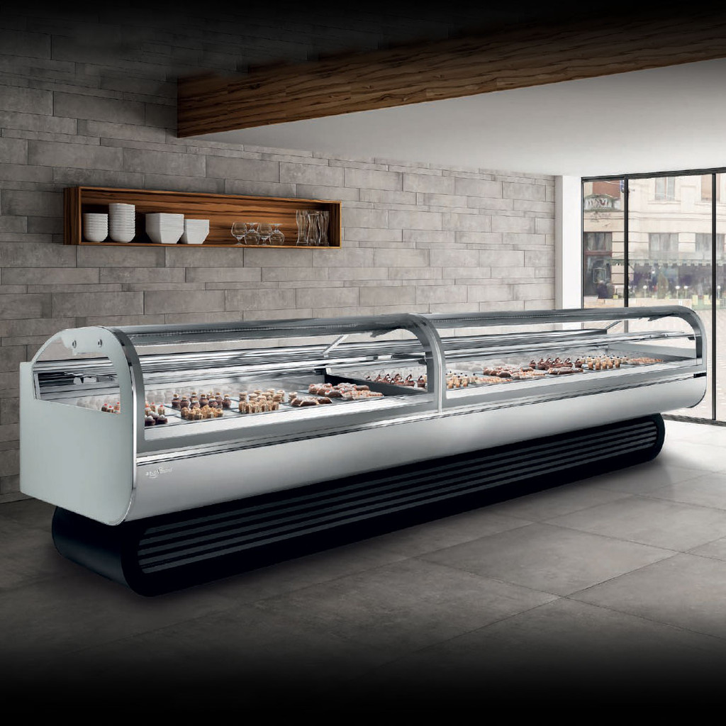 Linda | Pastry Showcase