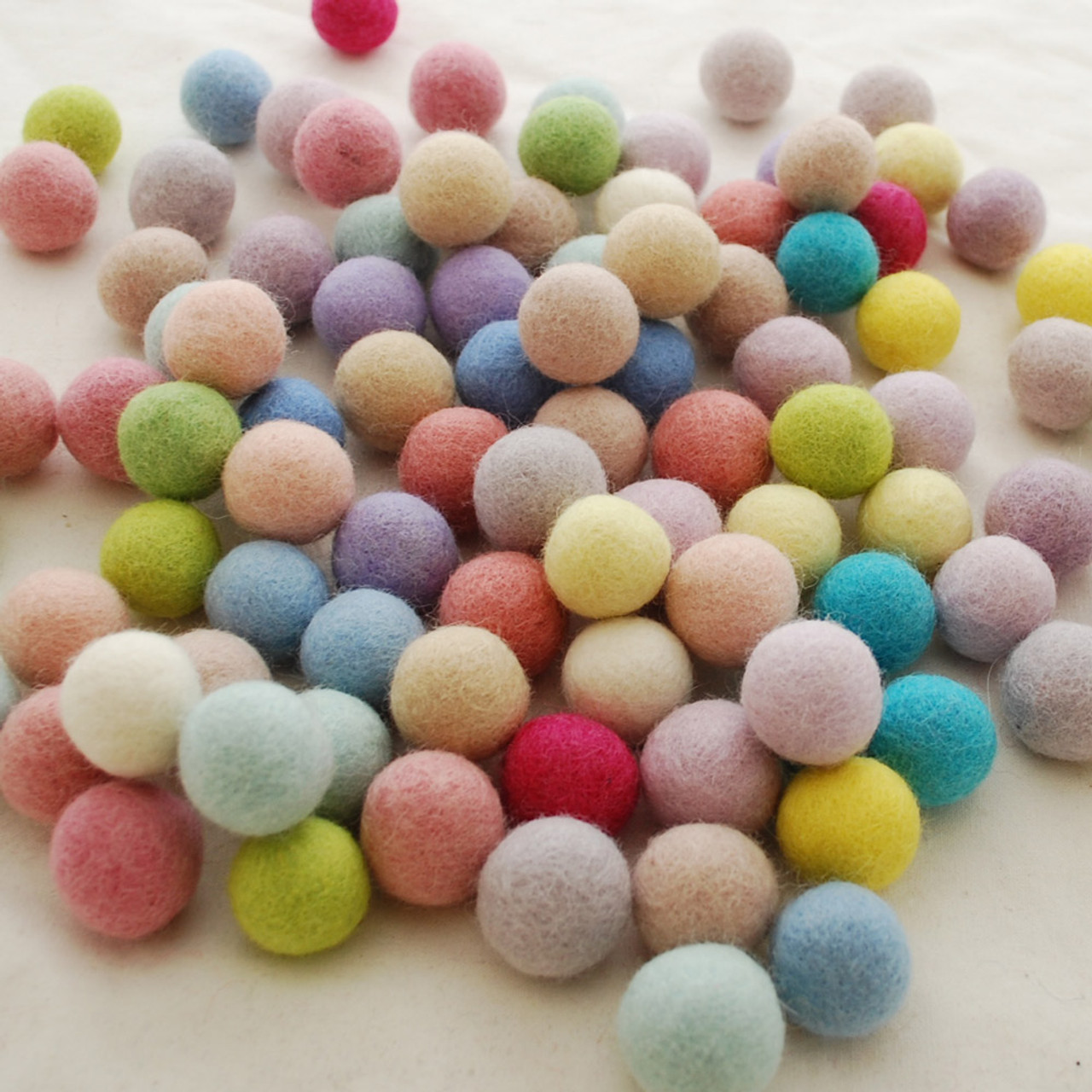 25 Assorted Light 100/% Wool Felt Balls Pale and Pastel Felt Balls 2.5cm