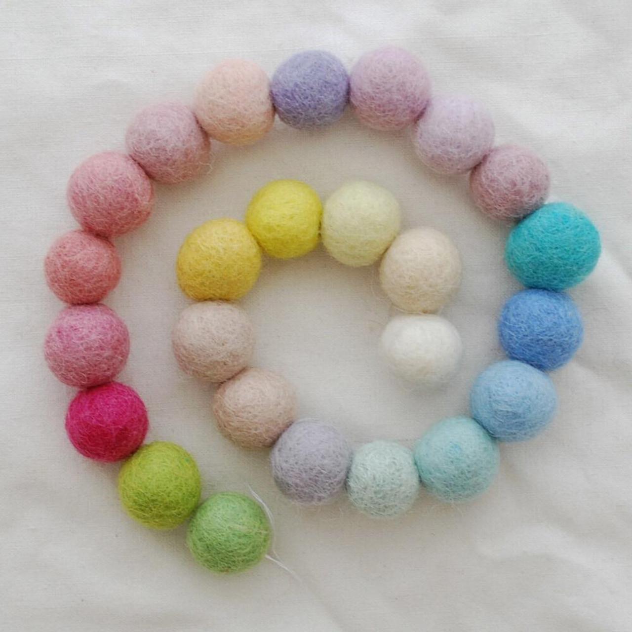 Pale Assorted Light 100/% Wool Felt Balls 2cm Pastel Colours 25 Count