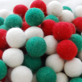 100% Wool Felt Balls - 100 Count - 1.5cm - Christmas Colours - 01