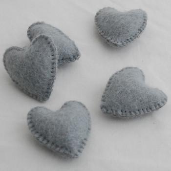 100% Wool Felt Fabric Hand Sewn / Stitched Felt Heart - 4 Count - approx 5.5cm - Silver Grey