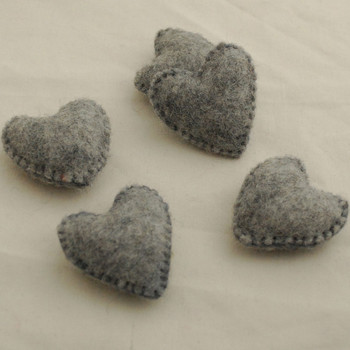 100% Wool Felt Fabric Hand Sewn / Stitched Felt Heart - 4 Count - approx 5.5cm - Natural Light Grey