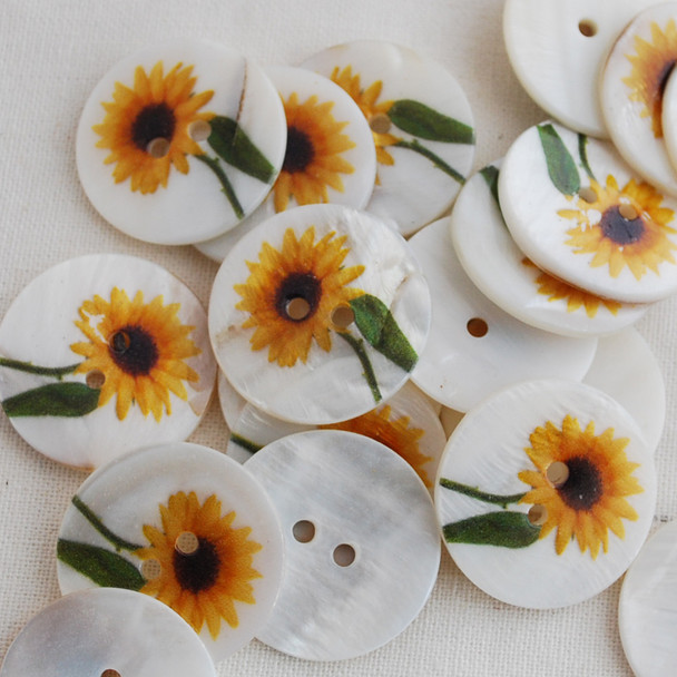 100 Natural Shell Buttons - Sunflower Flower - 2.5cm