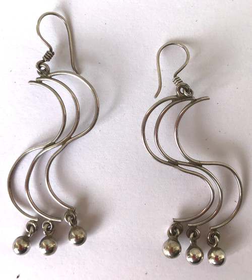 "Handmade Silver Long Curved Earrings Peru (1"" wide x .2"" long)"