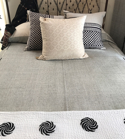 """Handwoven Cotton Lightweight Coverlet Bed Spread India (90"""" x 104"""") white black"""