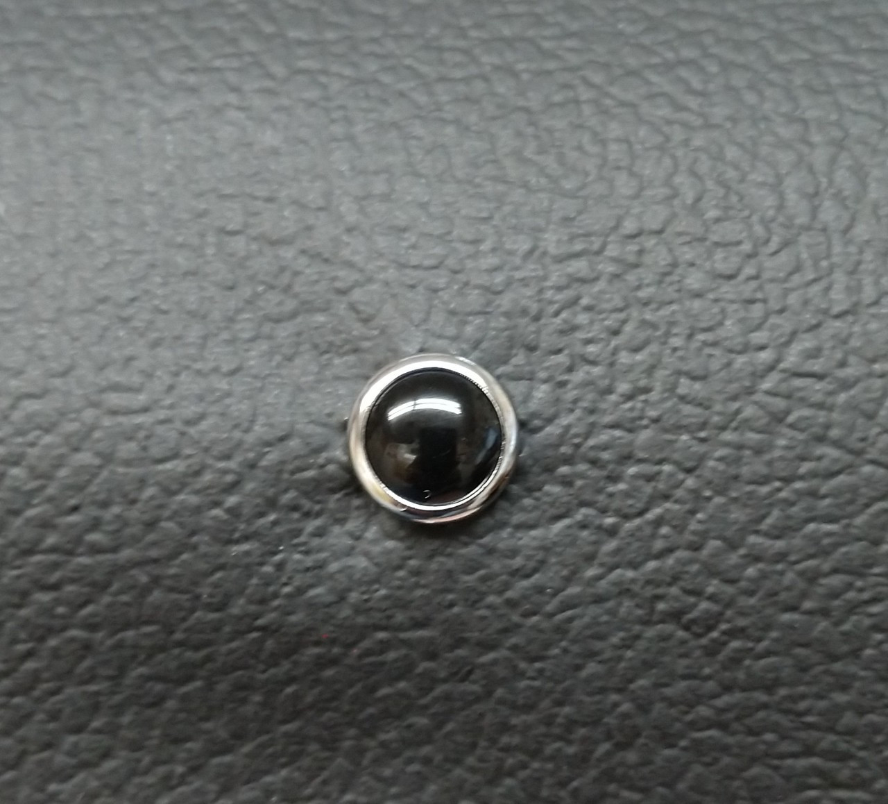 Chrome Outer Ring with Black Pearl Center Seat Studs