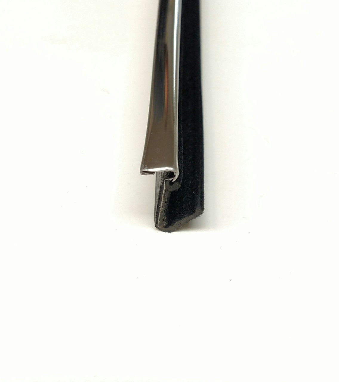 """1/4"""" TOP Stainless Steel Lip / BOTTOM Rubber Lip extends out 1/2"""" to cushion glass"""