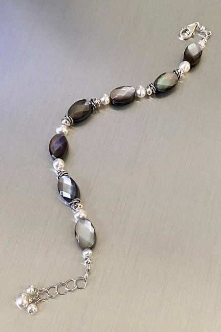 Black Mother of Pearl & Pearl bracelet