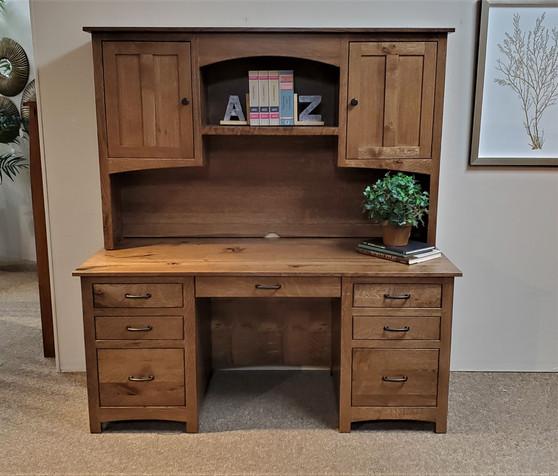 Amish Lamb Quarter Sawn Oak Executive Desk and Hutch