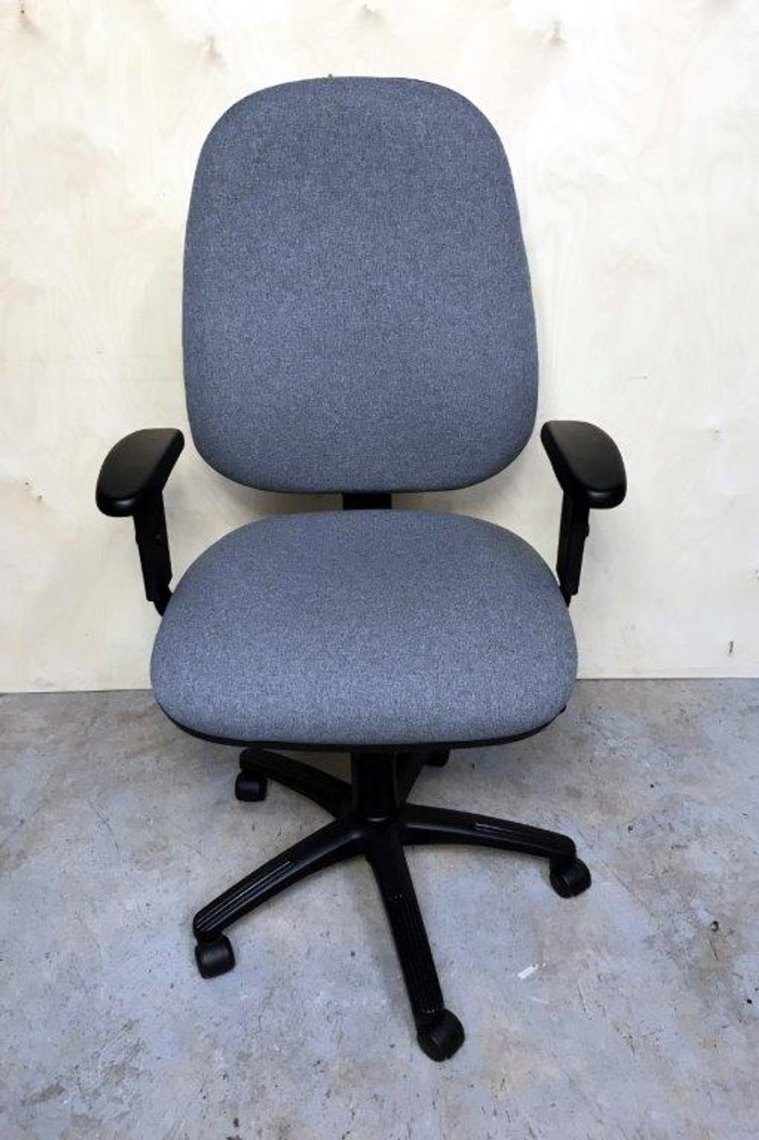 CC003 - Task chair with arms