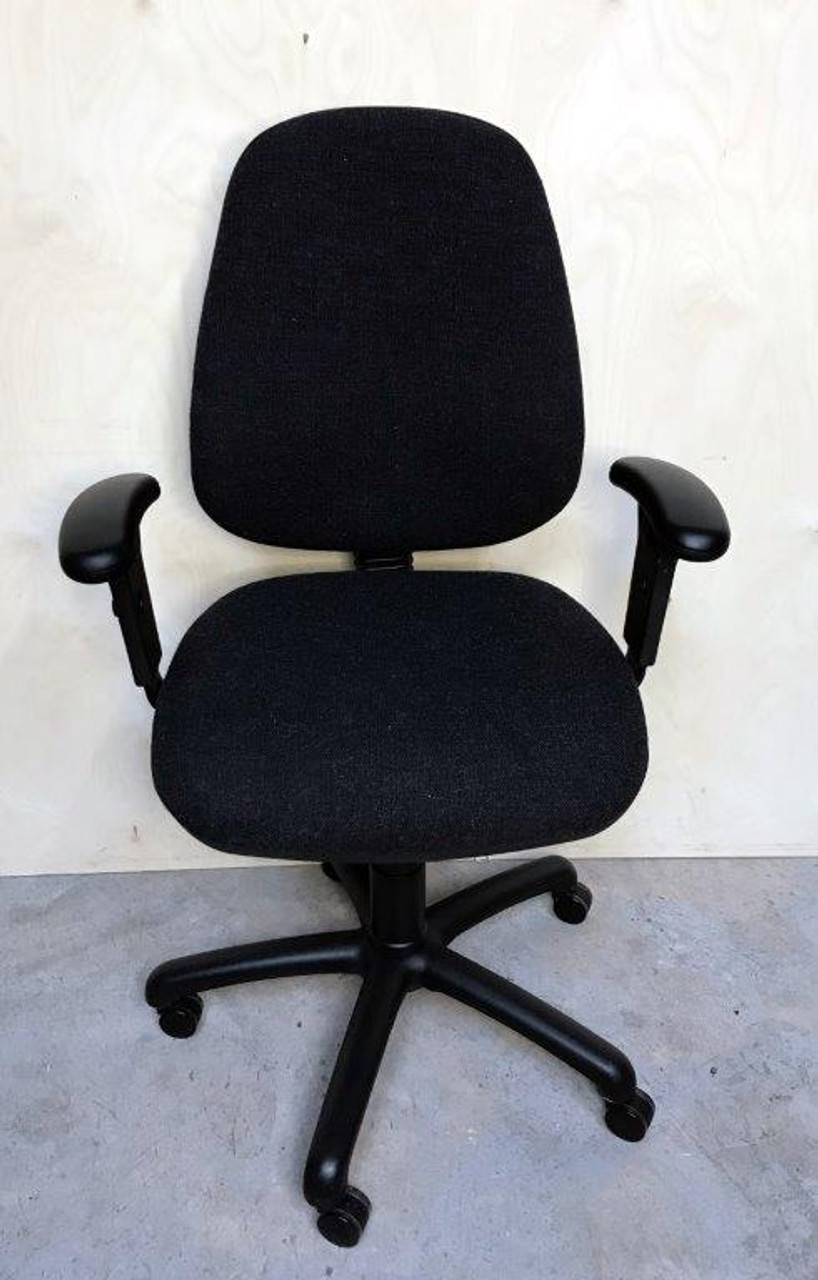 CC007 - Task chair with arms