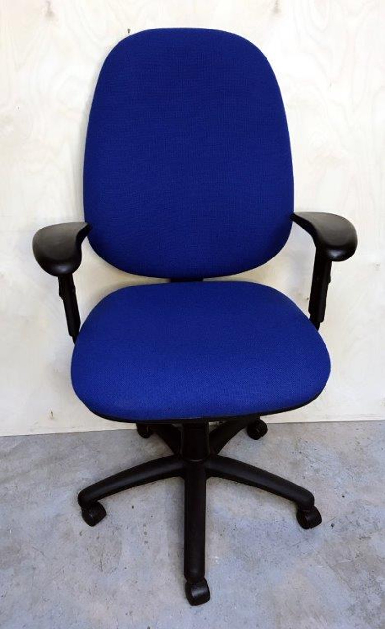 CC008 - Operator chair with arms