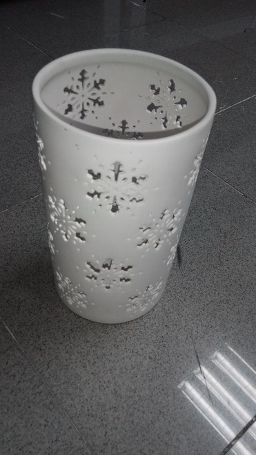01MSL Wht Large Snowflake Cand. Holder