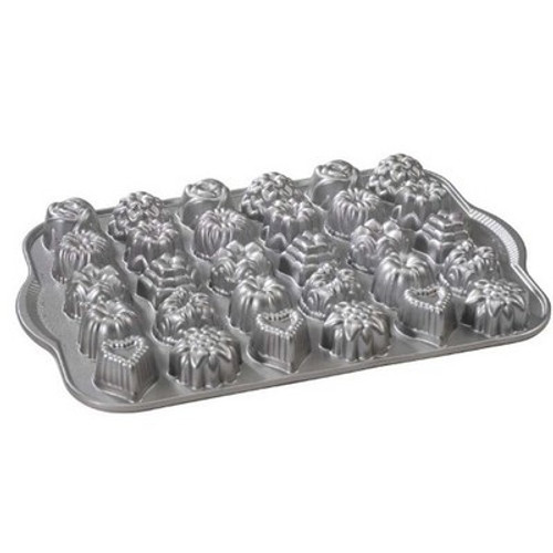 Cast Aluminum Shortcake Baskets Baking Pan Tea-Cake and Candy Mold