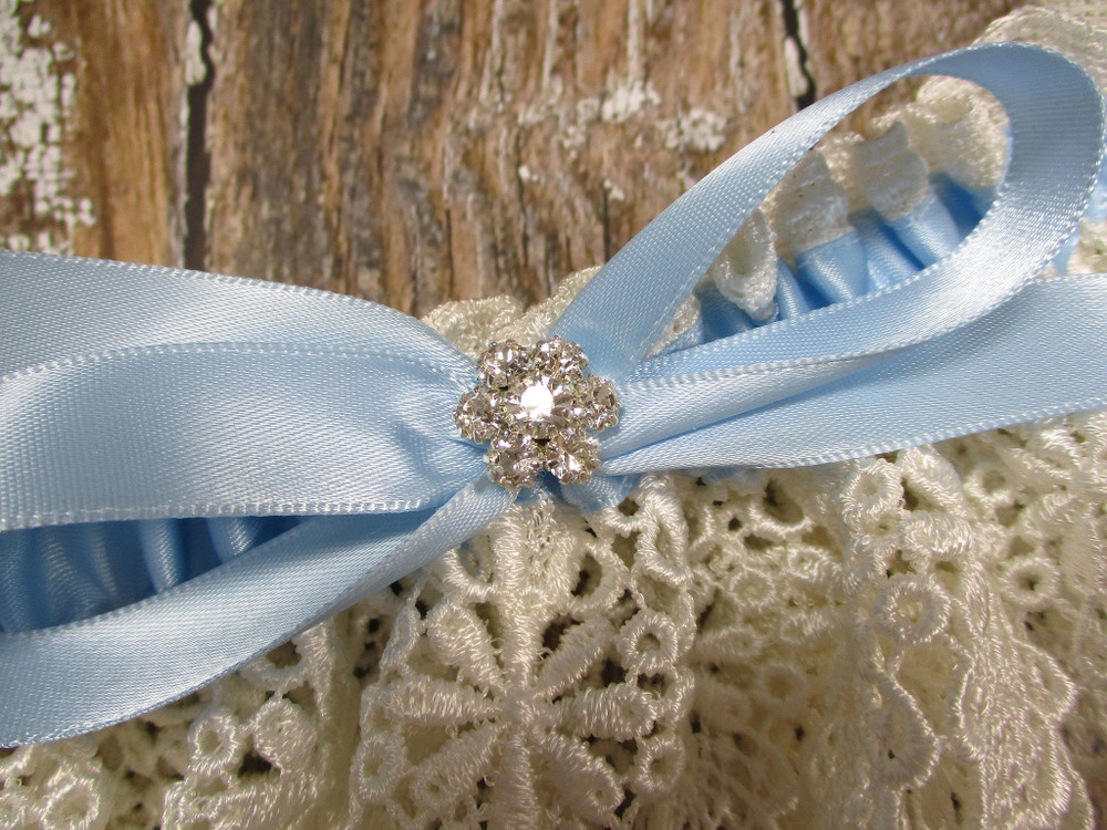 Details of the Ivory Lace and Blue Wedding Garter