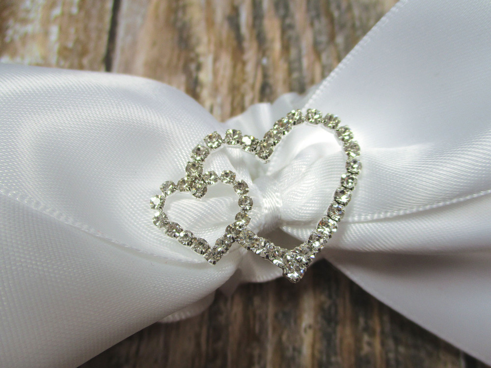 Details of the Sparkling Linked Rhinestone Hearts