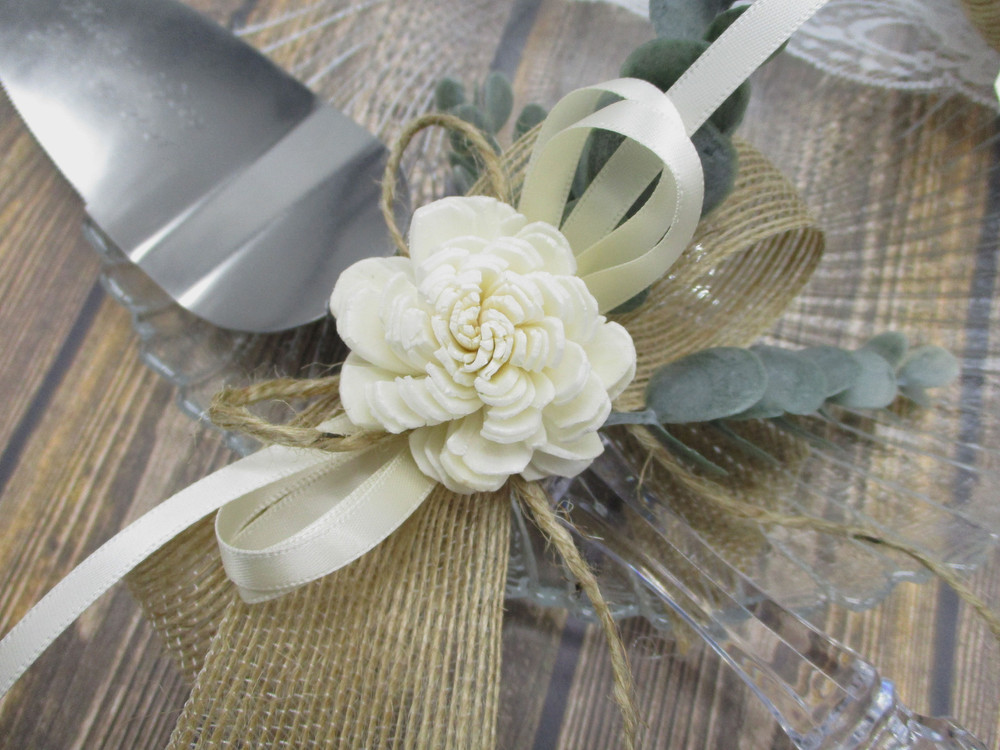 Details of the Engraved Cake Server with the Solawood Flower