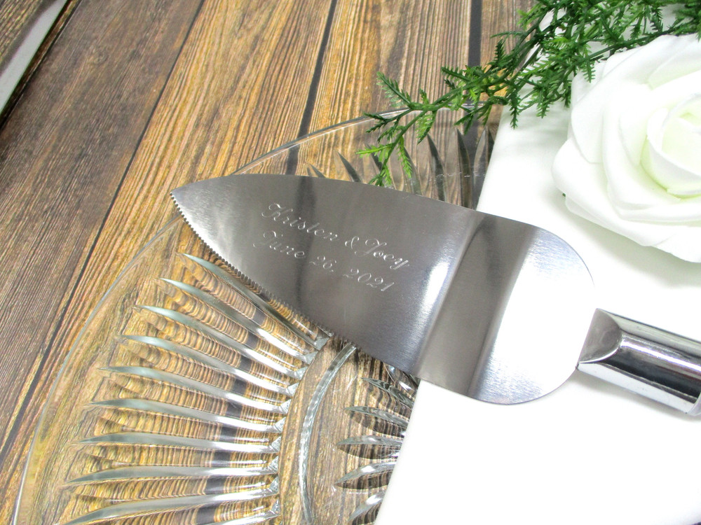 Engraving on the Personalized Rustic Wedding Cake Server