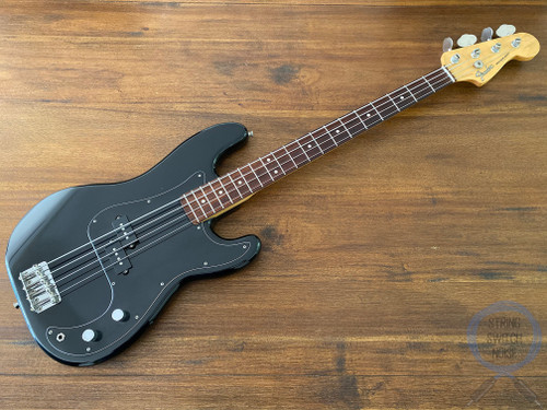Fender Precision Bass, Black on Black, 1993