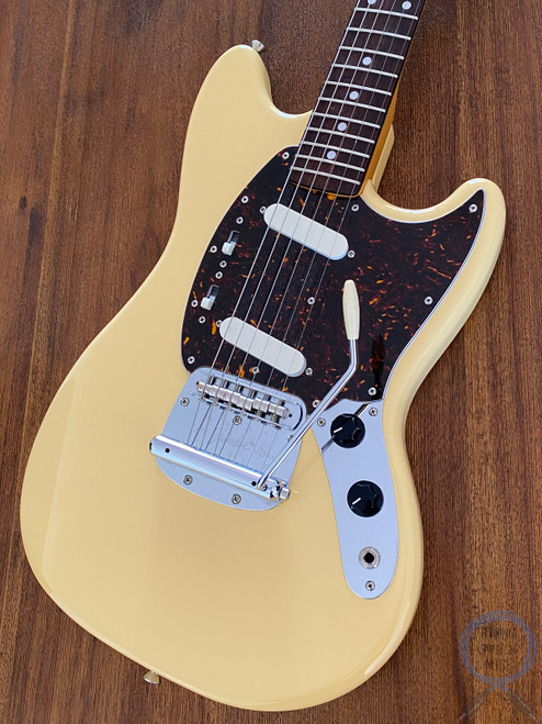 Fender Mustang, '69, Yellow White, 2010, Excellent Condition