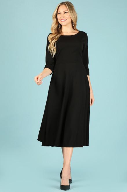 Midi dress with a round neckline, side pockets, pleated bodice.