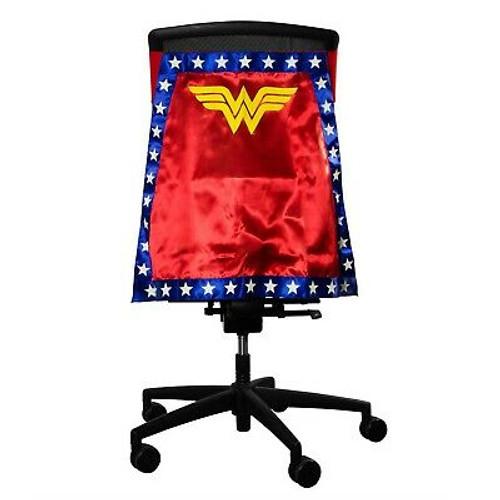 Entertainment Earth Wonder Woman Chair Cape