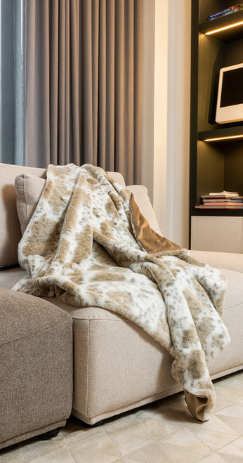 Premier Luxury Spotted White and Brown Faux Fur Throw Blanket. 386746