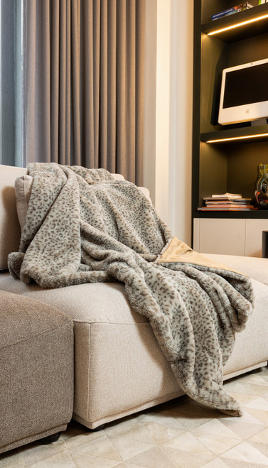 Premier Luxury Spotted Taupe and Brown Faux Fur Throw Blanket. 386747