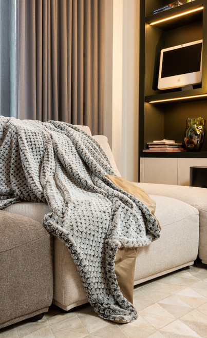 Premier Luxury Cocoa and White Faux Fur Throw Blanket. 386748