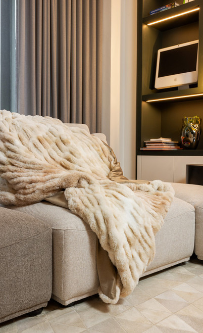 Chunky Sectioned Shades of Beige Faux Fur Throw Blanket. 386755