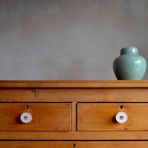 Set of 12 Vintage White and Beige Circles Ceramic Knobs. 387687