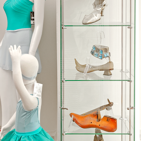 fashion-accessory-displays-photogallery11.png