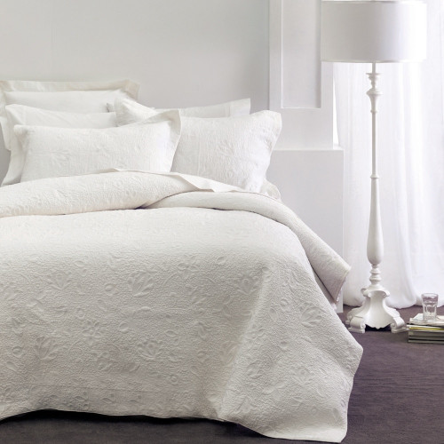 Chantel White Throwover Bedspread Set by Savona