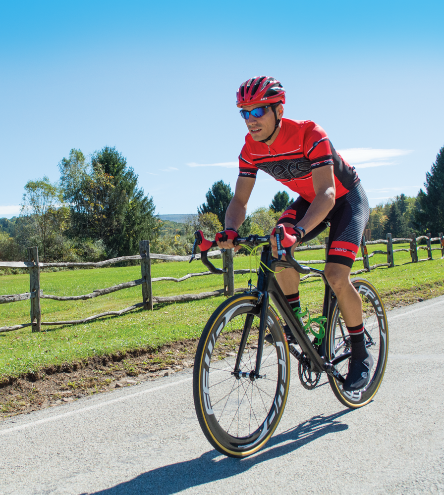 advancedcarbon-bibshorts-longdistance-cyclingbibs-model-redkit.png