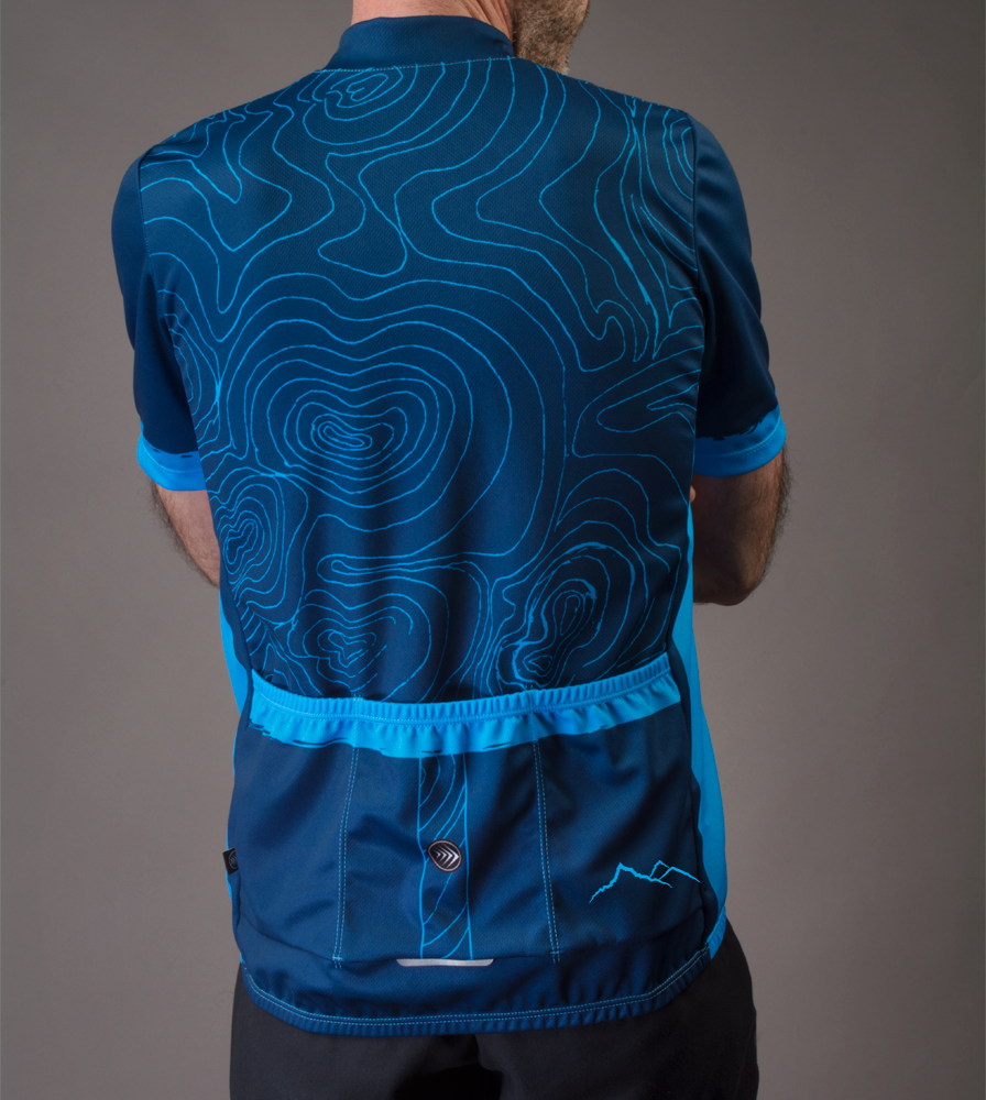 topo-cyclingjersey-model-blue-back.png