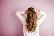 ​What ingredients are used in dry shampoo and how does it work?