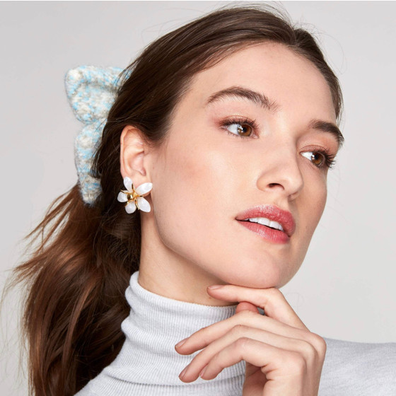 Trumpet Lily Earring - MOP