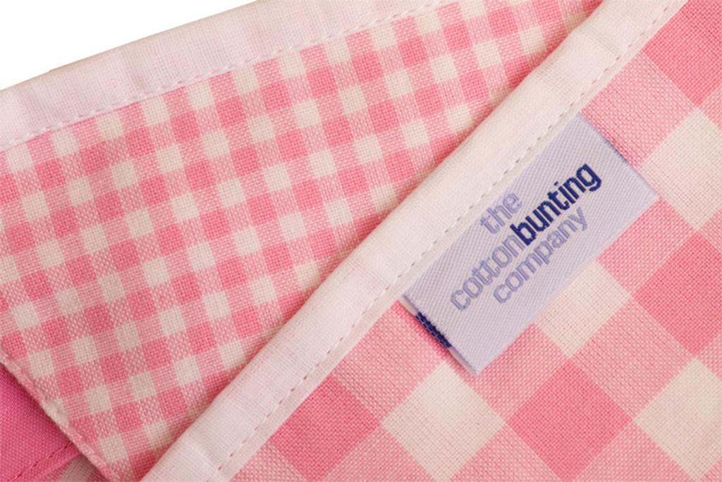 Shades of Pink Bunting Close Up