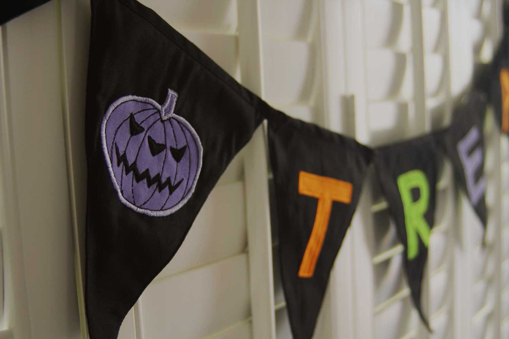 Trick or Trick Bunting Purple Pumpkin