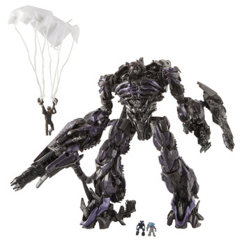 Transformers Studio Series #56 Leader Class Dark of the Moon SHOCKWAVE in robot mode.