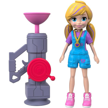 This Zip 'N' Blast Polly doll stands around 3.5 inches (9 cm) high and is ready for adventure, anytime, anywhere!