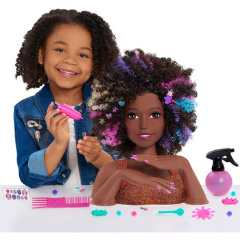 Use the cute hair clips to give her a fancy up-do. Kids can even customise the hair clips with a variety of pop-in gems!