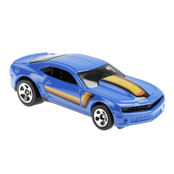 This 1:64 scale Hot Wheels Flying Customs '13 COPO Camaro features realistic details and cool, retro-style packaging.