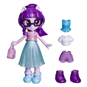 This Twilight Sparkle mini doll comes with 7 character-inspired outfit pieces and accessories, 4 of which are hidden for a fashion surprise!