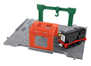 Thomas & Friends Take-n-Play Diesel Portable Playset includes destination, tunnel and die-cast Take-n-Play engine.