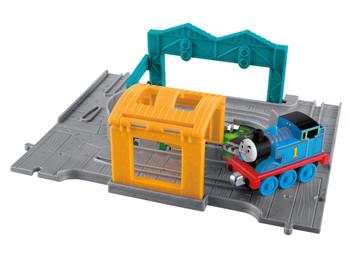 Thomas & Friends Take-n-Play Thomas Portable Set includes destination, tunnel and die-cast Take-n-Play engine.