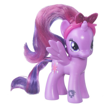 This My Little Pony Explore Equestria Twilight Sparkle figure comes with a beautiful, removable headband with a glittery bow to wear in her hair.