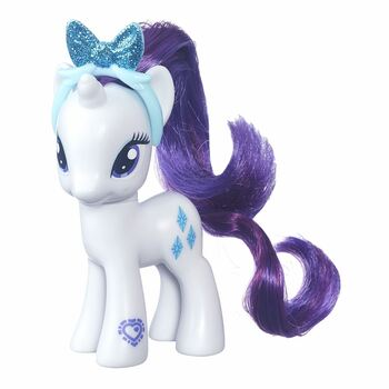 This My Little Pony Explore Equestria Rarity figure comes with a beautiful, removable headband with a glittery bow to wear in her hair.