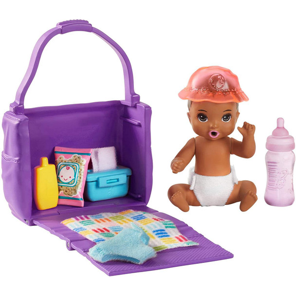 This set highlights feeding and nappy changing with a colour-change feature on the doll that kids can repeat over and over for wow moments and storytelling fun.