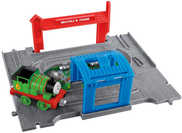 Thomas & Friends Take-n-Play Percy Portable Set includes destination, tunnel and die-cast Take-n-Play engine.
